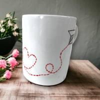 Tasse, Papierflieger mit Herz, Kaffee, 350ml, Keramik handbemalt Bild 2