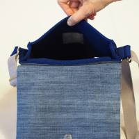 Dunkelblaue Umhängetasche aus Wollfilz mit Wechselklappe Bild 4