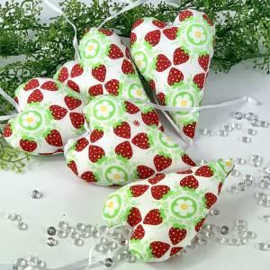 Stoffherzen Erdbeeren, Herzen, Dekoherzen  grün-rot- weiß, Deko Türkranz,  Fensterdeko, Geschenkanhänger, Tischdeko, Ges Bild 1