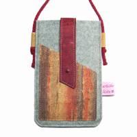 Handyhülle zum Umhängen mit Korklasche Crossbody Bag aus Merino Wollfilz Filz Kork Farb- und Größenauswahl Bild 2
