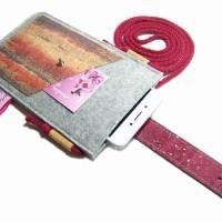 Handyhülle zum Umhängen mit Korklasche Crossbody Bag aus Merino Wollfilz Filz Kork Farb- und Größenauswahl Bild 4