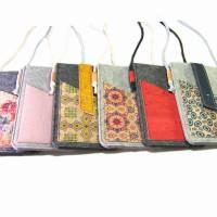 Handyhülle zum Umhängen mit Korklasche Crossbody Bag aus Merino Wollfilz Filz Kork Farb- und Größenauswahl Bild 6