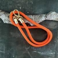 Taschenhenkel aus Segelseil mit goldfarbenen Karabinern in unterschiedlichen Farben und Längen Bild 7