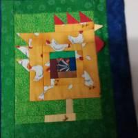 Wandquilt mit Hühner im Log Cabin Muster genäht Bild 4