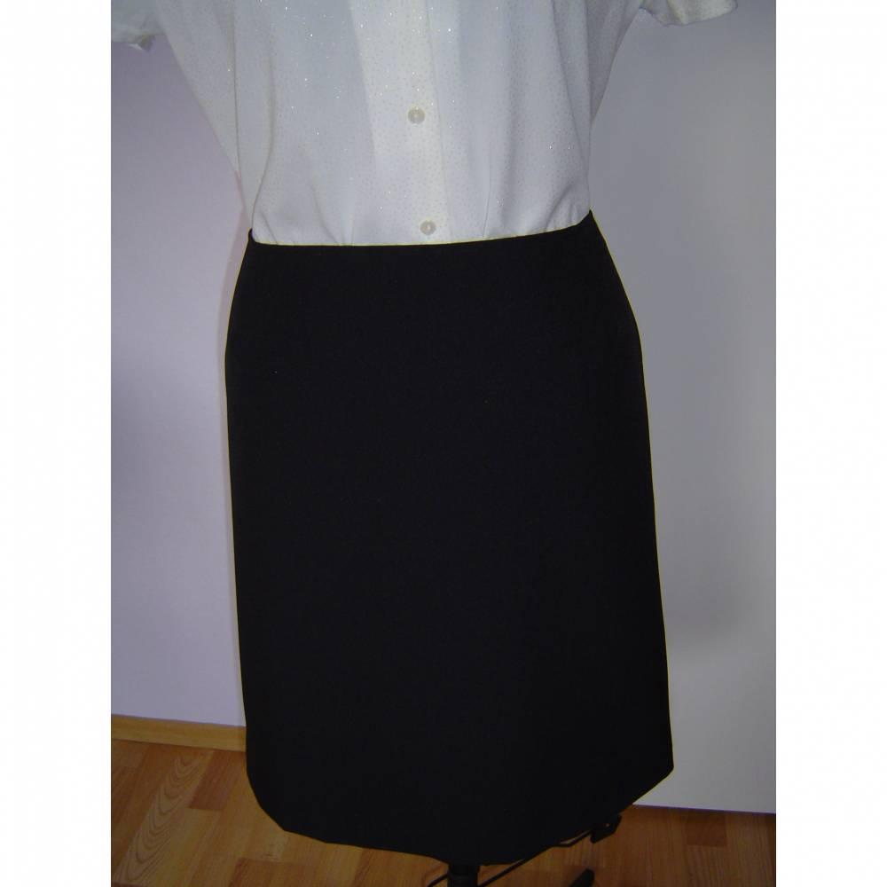 Schwarzer Damenrock Größe 38-40 Bild 1