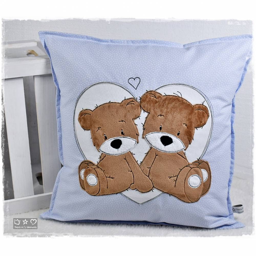 Kissen 40cmx40cm, hellblau/weiß gepunktet mit Doodlestickerei 'Teddys', personalisierbar Bild 1