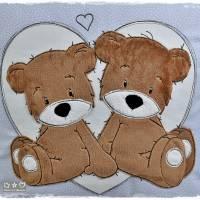 Kissen 40cmx40cm, hellblau/weiß gepunktet mit Doodlestickerei 'Teddys', personalisierbar Bild 2
