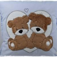 Kissen 40cmx40cm, hellblau/weiß gepunktet mit Doodlestickerei 'Teddys', personalisierbar Bild 3