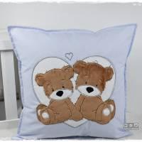 Kissen 40cmx40cm, hellblau/weiß gepunktet mit Doodlestickerei 'Teddys', personalisierbar Bild 4
