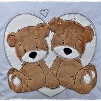 Kissen 40cmx40cm, hellblau/weiß gepunktet mit Doodlestickerei 'Teddys', personalisierbar Bild 5