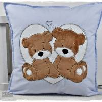 Kissen 40cmx40cm, hellblau/weiß gepunktet mit Doodlestickerei 'Teddys', personalisierbar Bild 6
