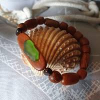 Armband aus Holz und Meerglas Bild 1