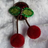 KIRSCHE Brosche Button Anstecker Pin Filz Pompon Geschenk Dekoration Bild 1