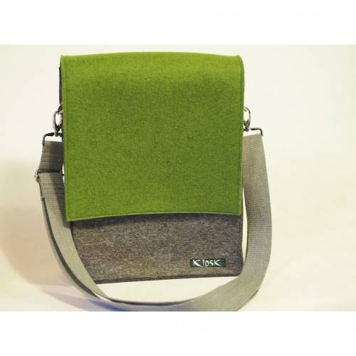 Umhängetasche aus Wollfilz in anthrazit mit Wechselklappe in olivgrün