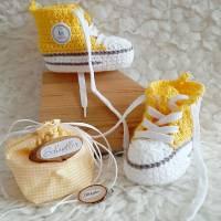 Geschenkset zur Geburt- Baby Sneaker und Schnuller Beutel Bild 1