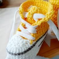 Geschenkset zur Geburt- Baby Sneaker und Schnuller Beutel Bild 2