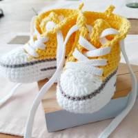 Geschenkset zur Geburt- Baby Sneaker und Schnuller Beutel Bild 3