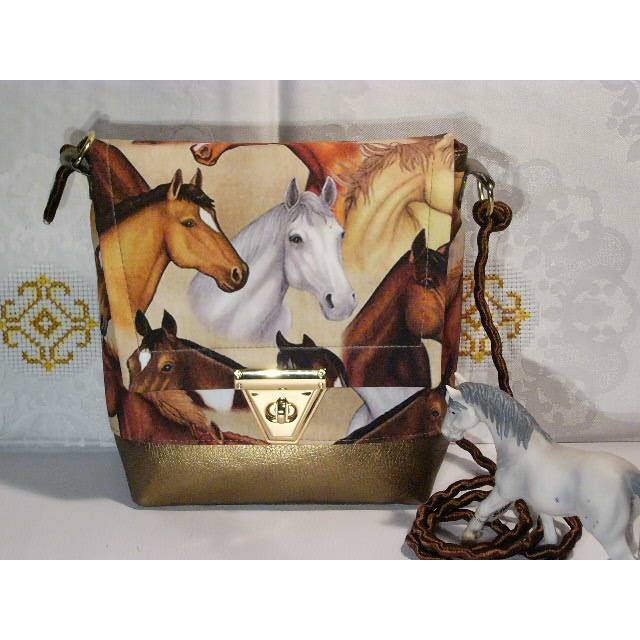 Kleine Umhängetasche mit Pferden Bild 1