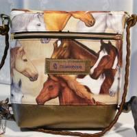 Kleine Umhängetasche mit Pferden Bild 2