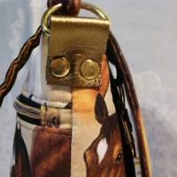 Kleine Umhängetasche mit Pferden Bild 4
