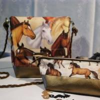 Kleine Umhängetasche mit Pferden Bild 9