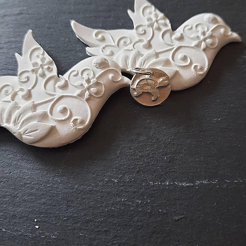 Runder Anhänger mit  Schildkröte aus 999 Silber Bild 1