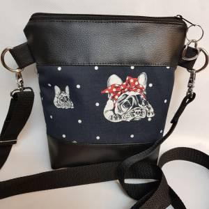 Kleine Handtasche Bulldogge  Umhängetasche  Hund  schwarz Tasche mit Anhänger Kunstleder Herz Bild 1