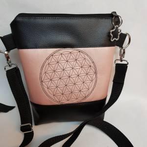 Kleine Handtasche  Yoga Mandala Umhängetasche  rosa  schwarz Tasche mit Anhänger Kunstleder Bild 1
