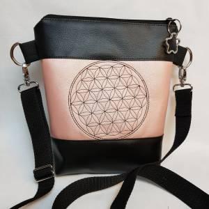 Kleine Handtasche  Yoga Mandala Umhängetasche  rosa  schwarz Tasche mit Anhänger Kunstleder Bild 2