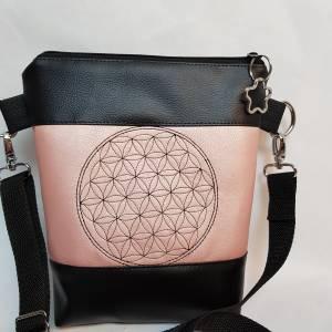 Kleine Handtasche  Yoga Mandala Umhängetasche  rosa  schwarz Tasche mit Anhänger Kunstleder Bild 3