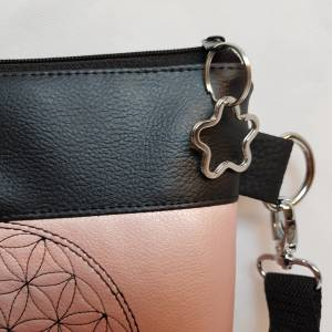 Kleine Handtasche  Yoga Mandala Umhängetasche  rosa  schwarz Tasche mit Anhänger Kunstleder Bild 5