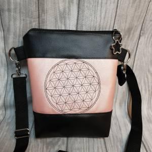 Kleine Handtasche  Yoga Mandala Umhängetasche  rosa  schwarz Tasche mit Anhänger Kunstleder Bild 6