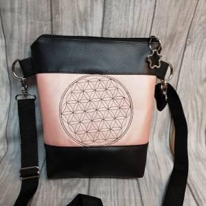 Kleine Handtasche  Yoga Mandala Umhängetasche  rosa  schwarz Tasche mit Anhänger Kunstleder Bild 7