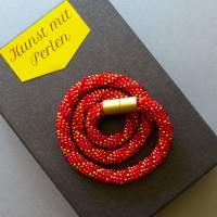 Schicke Glasperlenkette gehäkelt, rot + gold, 44 cm, Häkelkette, Halskette, Häkelkette, Perlenkette, Magnetverschluss Bild 4