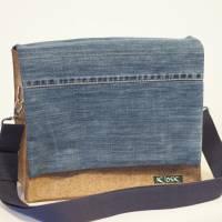 Braune Umhängetasche aus Wollfilz mit Wechselklappe aus ucycling-Jeans Bild 1