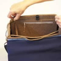 Braune Umhängetasche aus Wollfilz mit Wechselklappe aus ucycling-Jeans Bild 4