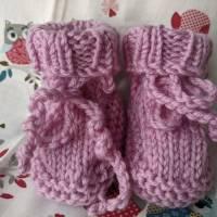 Hübsche Babyschühchen aus reiner Wolle rosa Bild 1