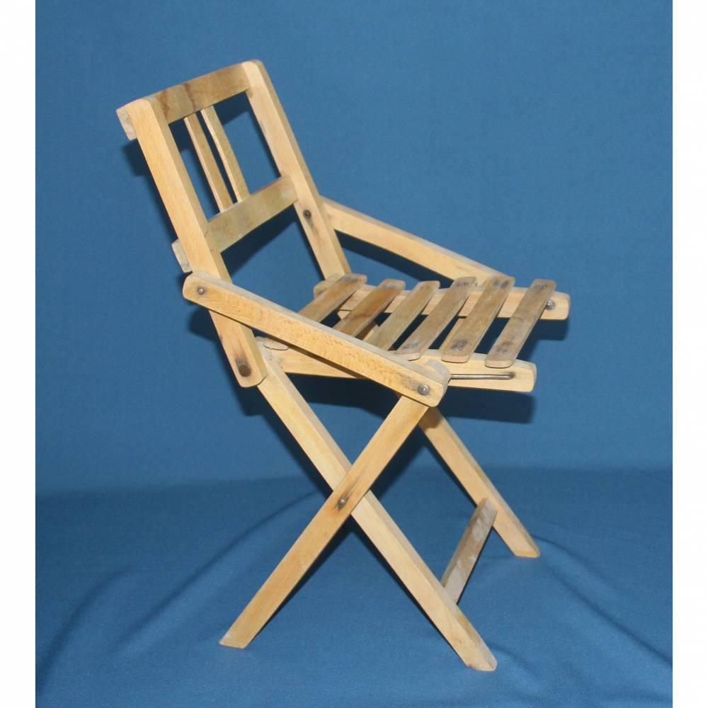 alter Klappstuhl aus Holz für Kinder Bild 1