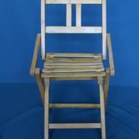 alter Klappstuhl aus Holz für Kinder Bild 3