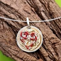 Upcycling Kettenanhänger Nespresso Kapsel hellgold mit einem roten Herz Bild 2