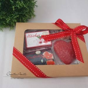 Geschenkbox mit hochwertiger Schafmilchkosmetik - Geschenkset - PEELING-HIBISKUS Bild 1