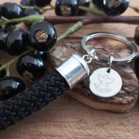 Schlüsselanhänger aus schwarzem Segeltau mit einem Schutzengel-Anhänger Bild 3