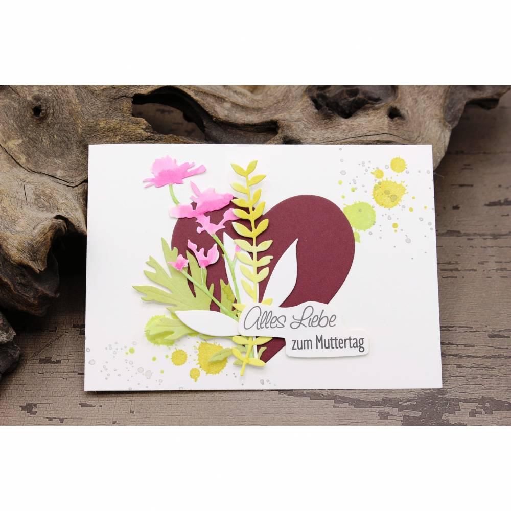 Karte zum Muttertag, Grußkarte, Muttertagskarte mit Herz und Blüten Bild 1