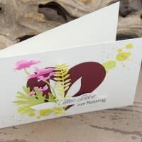 Karte zum Muttertag, Grußkarte, Muttertagskarte mit Herz und Blüten Bild 4