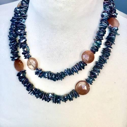 Lange echte Perlen-Kette aus Heilstein Rutilquarz und schwarzen Keshi-Perlen