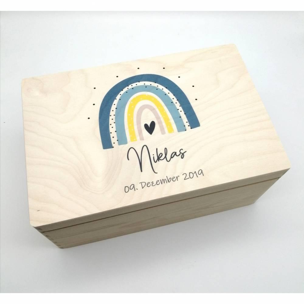"""Erinnerungskiste Baby mit Namen """"Regenbogen blau"""" Geburtsdatum Erinnerungsbox für Kinder  Bild 1"""