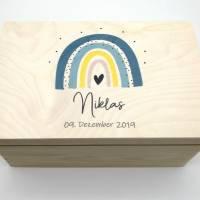 """Erinnerungskiste Baby mit Namen """"Regenbogen blau"""" Geburtsdatum Erinnerungsbox für Kinder  Bild 3"""