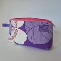 Kosmetiktäschchen *Vintage-Stoff 70er - Blumen* Größe S, in lila-weiß-rosa von he-ART by helen hesse Bild 2