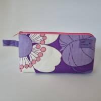 Kosmetiktäschchen *Vintage-Stoff 70er - Blumen* Größe S, in lila-weiß-rosa von he-ART by helen hesse Bild 4