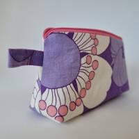 Kosmetiktäschchen *Vintage-Stoff 70er - Blumen* Größe S, in lila-weiß-rosa von he-ART by helen hesse Bild 5